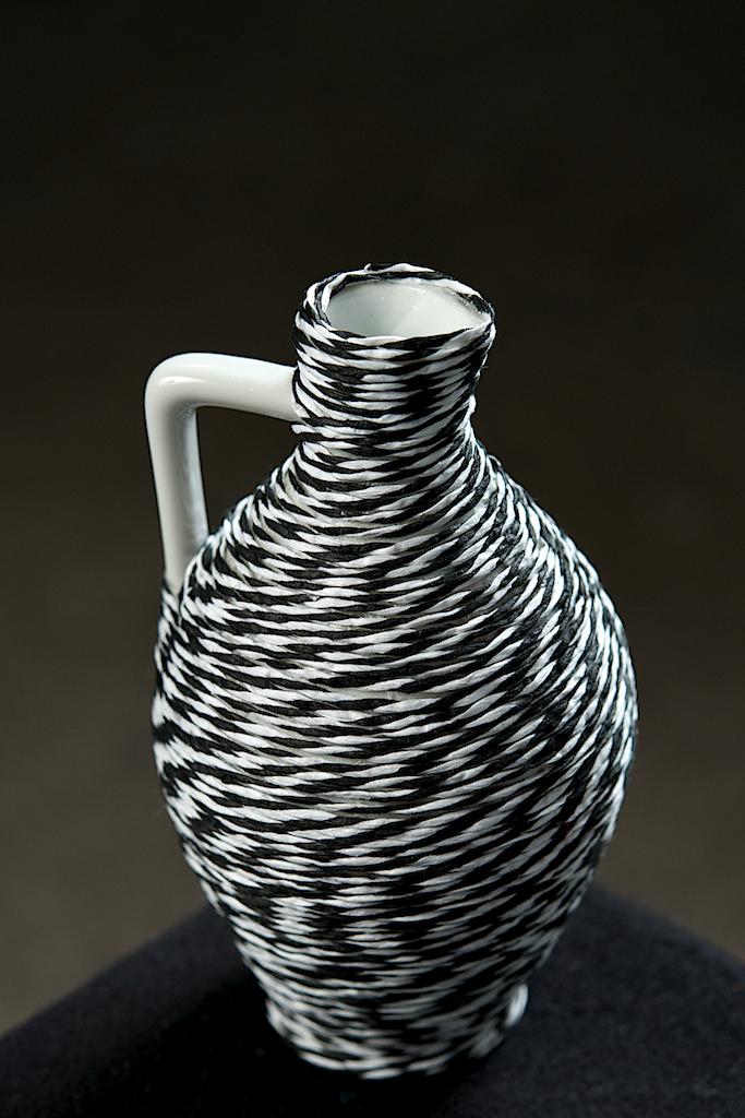 unico 0008 geschirr im neuen kleid kleine vase schwarz weiss bergith geyer. Black Bedroom Furniture Sets. Home Design Ideas